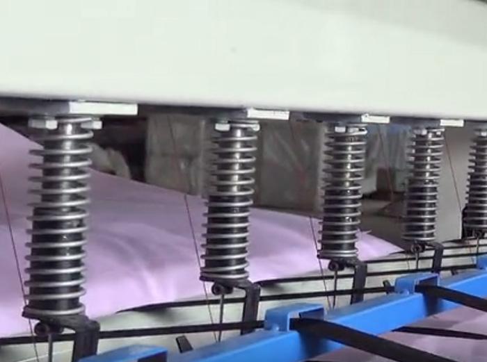 底线多针缝被机操作视频